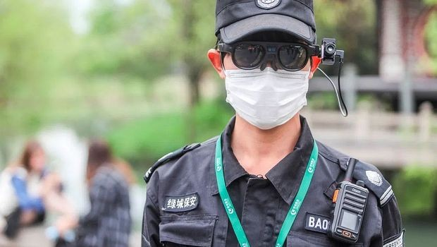 Chinese Smart Glasses Can Detect 200 People at Once If They have Coronavirus Symptoms